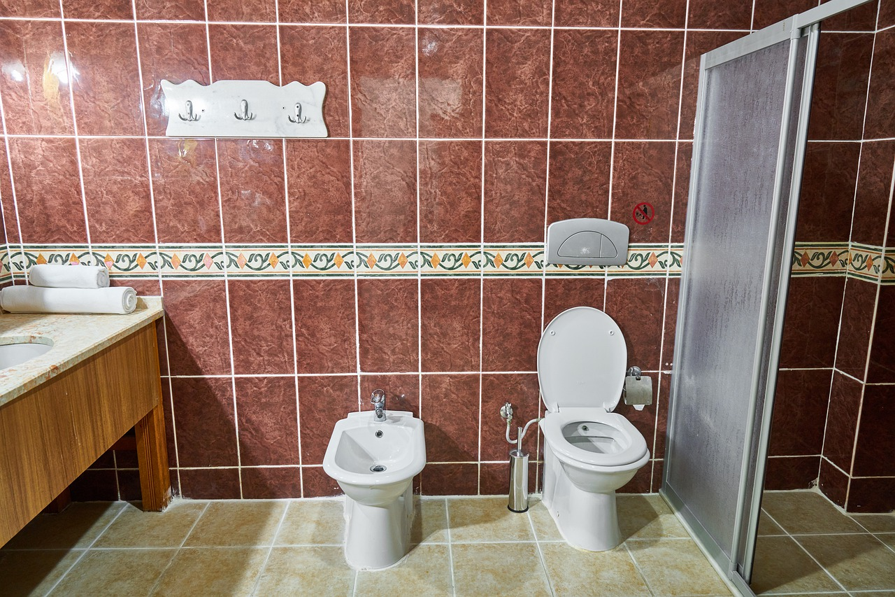 Saubere Fliesen im Badezimmer