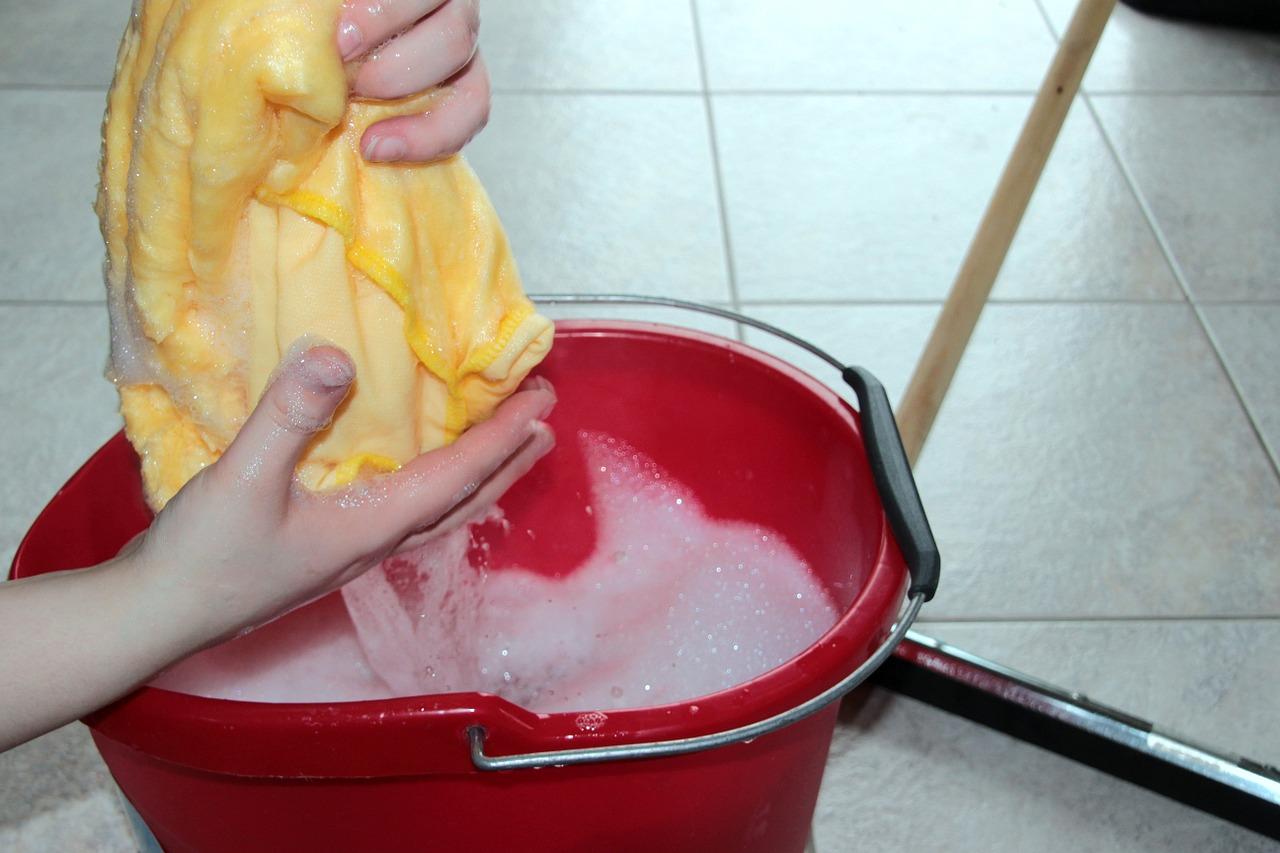 Putzeimer für saubere Fliesen