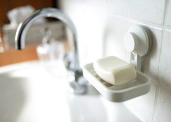 Fliesen reinigen (Tipps) | Richtig putzen & sauber machen